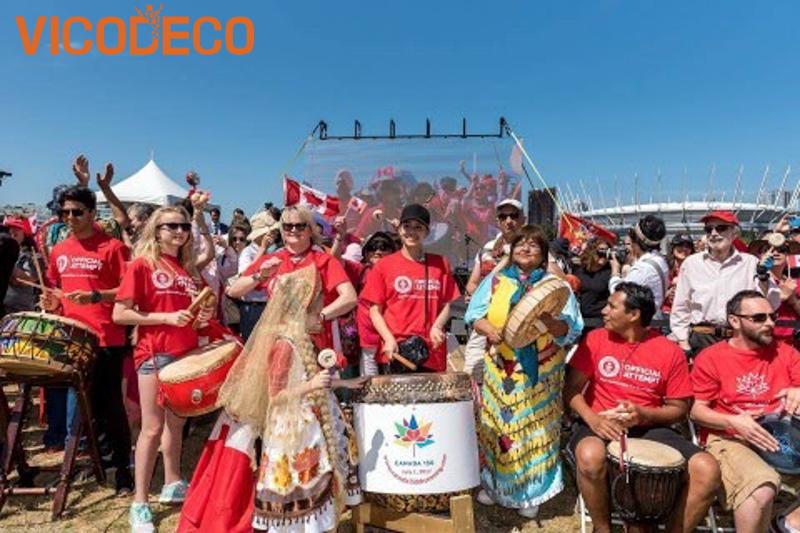 Quoc-ca-Canada-duoc-hat-vao-Canada-Day